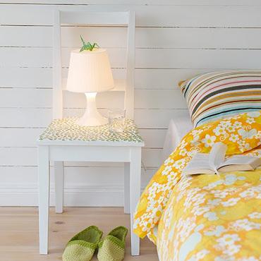 モザイクタイルを使ったベッドサイドテーブル
