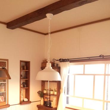 リビングの天井に化粧梁を付けてみる