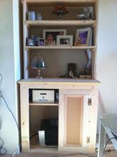2. 上の棚も作って載せ、物を置いてバランスを確認。扉も1枚しかつけてません(笑)