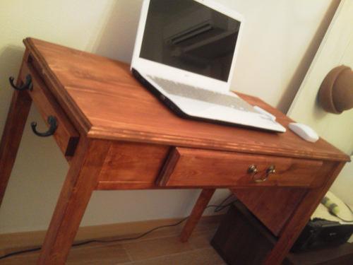 7. 真っ白なパソコンによく映えますね!! カンナがけも楽しいですよ! 簡単なので、ぜひ、作ってみてください!!