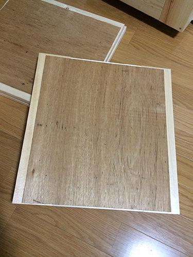 2. この板を後ろから貼り付け、穴を塞ぎます。