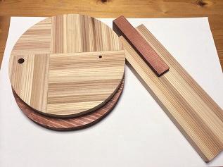 12. 着色した木材です。 杉材は柔らかいので、この後透明のアクリルシリコンスプレーを吹いてキズを付きにくくしています。