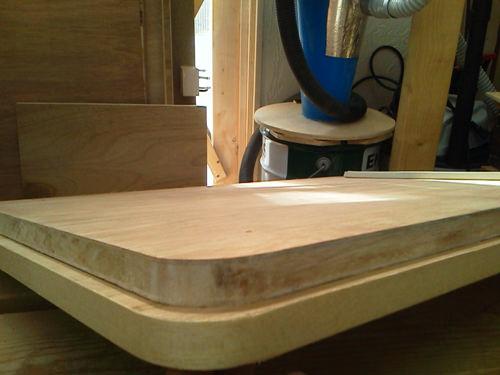 2. 下が木口テープを張った物です。 曲線部にもしっかり接着出来ます!!