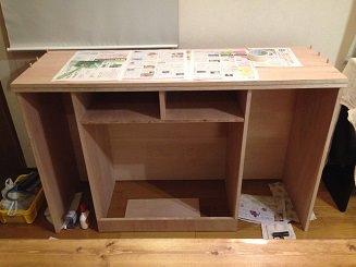 STEP.1 下棚を作成します。 上棚との接合のためのダボが計6本。