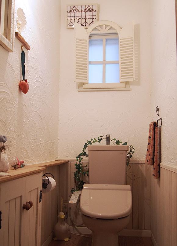 すのこの腰板でトイレをセルフリフォーム