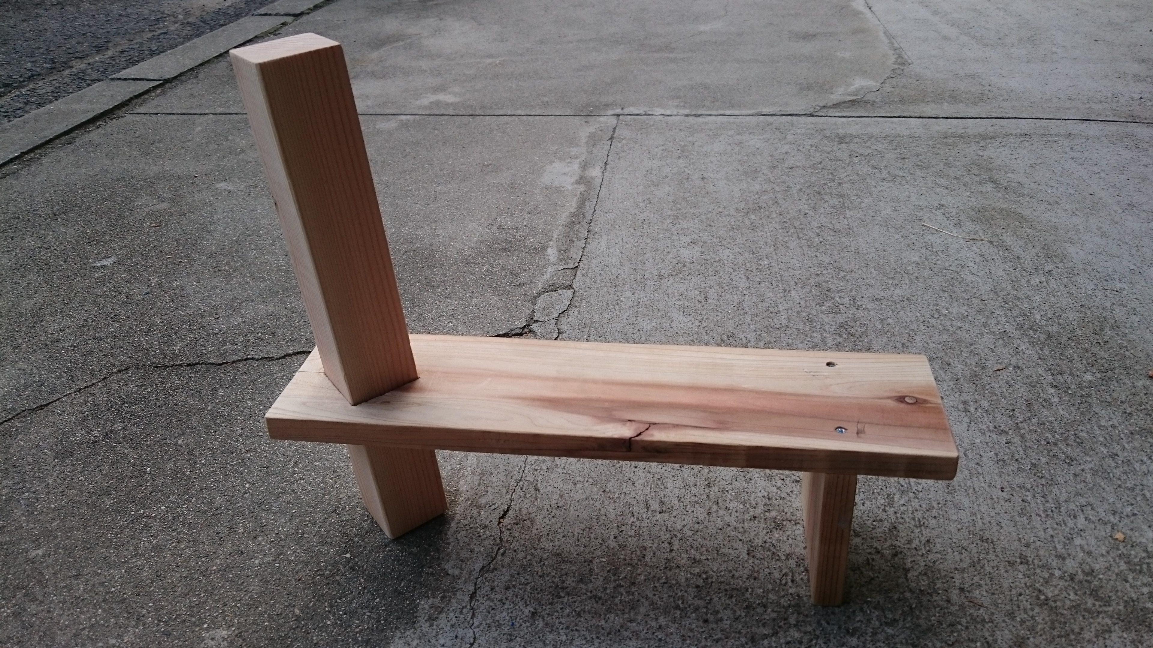 3. 一番低い棚を作って、角材に通します。