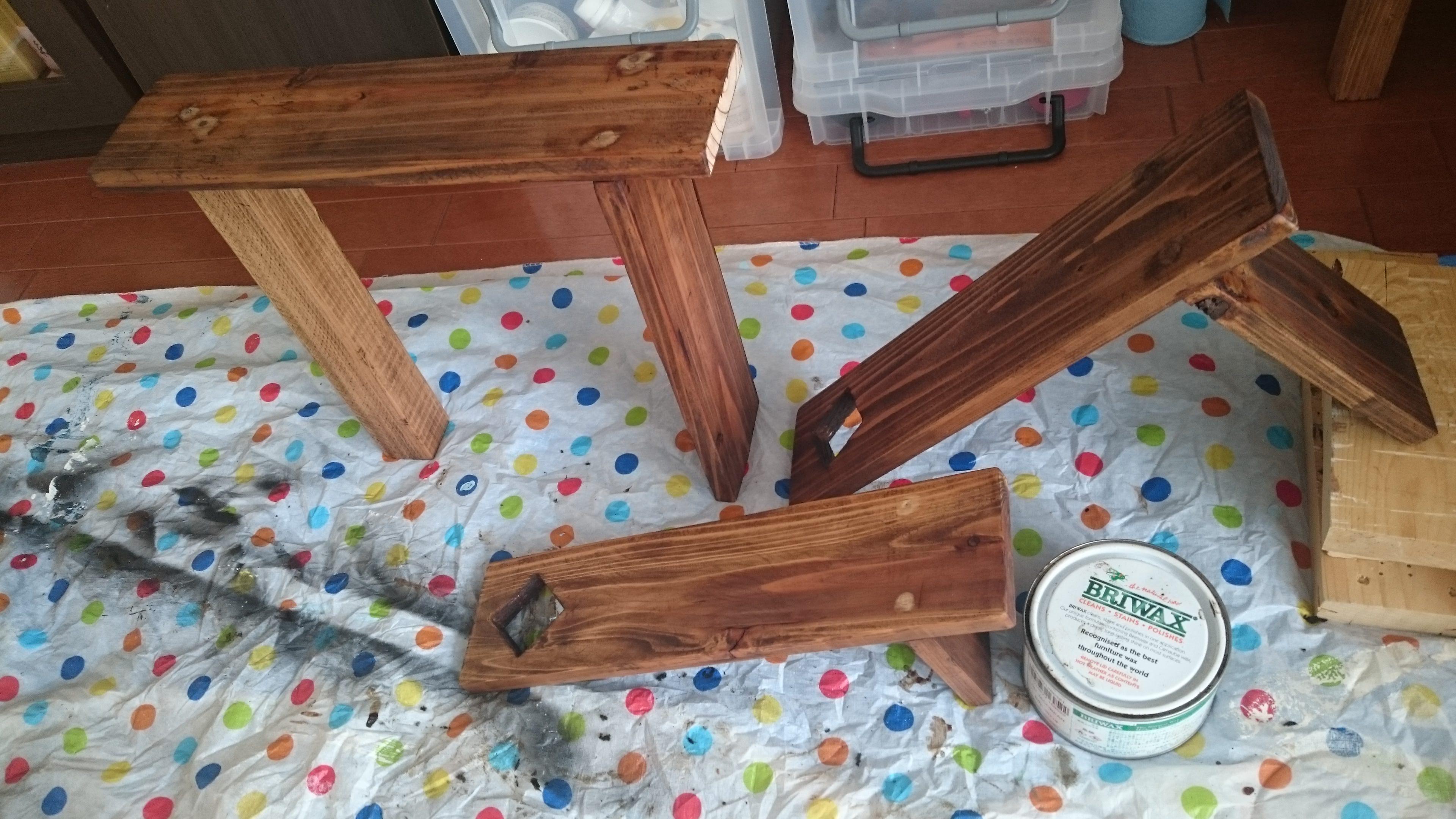 8. ワックスを塗って完成です☆ グラグラしてしまう場合は、棚を釘等で固定するか、裏側の見えないところに当て木なんかをするといいと思います。