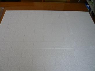 STEP.1 100均の発砲スチロール板にレンガサイズの線を引きます。