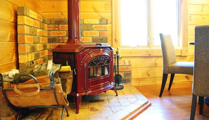 冬の夜がロマンチックに♥ <br />意外と安い、電気式「薪ストーブ」