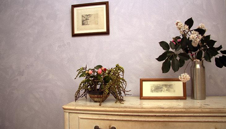 スポンジひとつで誰でもできる<br />壁紙を「雰囲気のある壁」に塗る方法