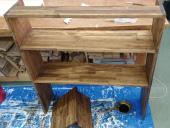 ステップ1 カットした材料をビスで止め、ワトコオイル(ダークウォルナット)で塗装。