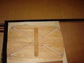 3. 重いものを乗せて乾かしてペンキを塗ります。 取っ手は木をノミでくりぬき埋め込んでいます。