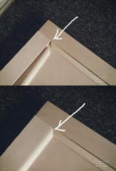 2. モールド材を斜めカットして木工用ボンドで貼る。