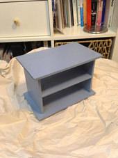 6. 乾燥した後、水性塗料を塗り重ねます。