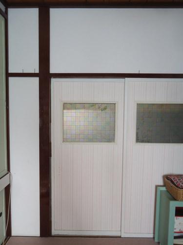 1. 茶色い柱が和和室を演出しています。
