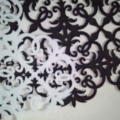 3. アラベスク柄のフェルト製です。 色違い2枚買いましたが、使うのは1枚です。