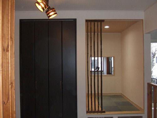 1. 押入れを解体し念願の書斎スペースに黒竹の格子は自作したものです。