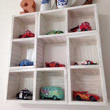 ミニカーコレクション用の飾り棚