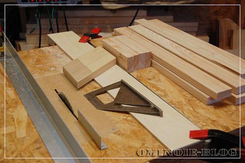 STEP.1 1x4材をテーブルソーで縦挽きして、希望の幅の材料を作ります。