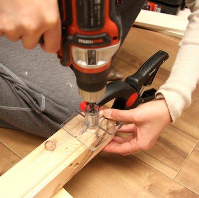 STEP5 ドリルガイドに刃を入れて穴を開ける