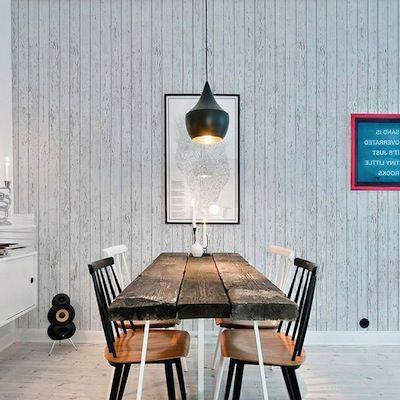 例えば、板壁風の壁紙で<br>シャビーなお部屋の完成