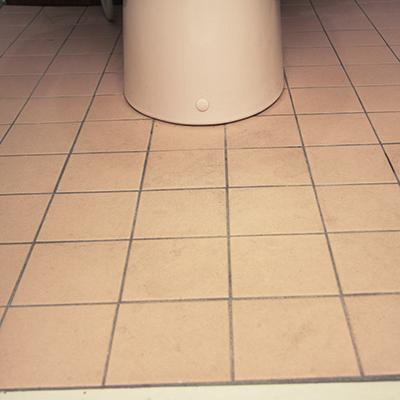 この床が憎いのです!